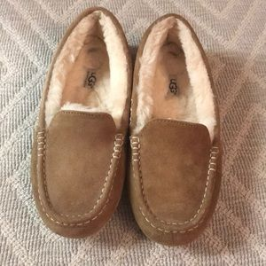 Ugg Moccasin Slippers Sz 8